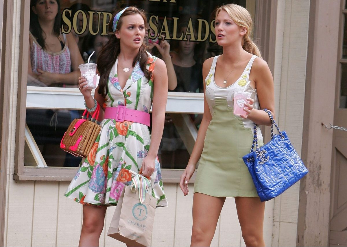 Serena e Blair in una puntata di Gossip Girl