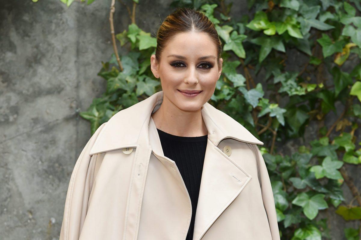 Olivia Palermo sdogana il comfy look, purché sia in cashmere