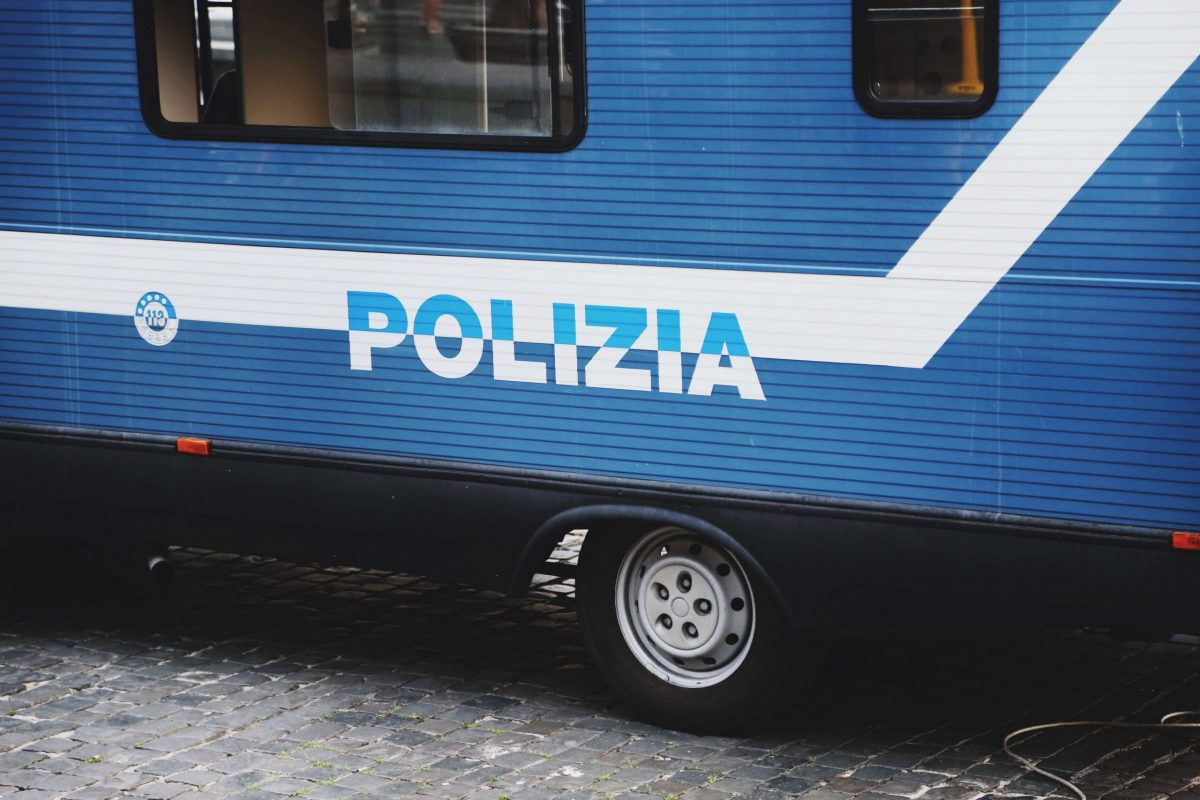 Un camioncino della polizia