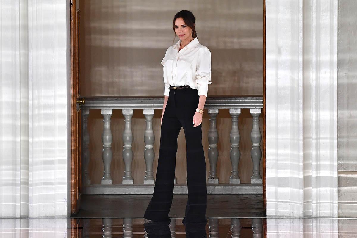 victoria beckham camicia bianca pantaloni palazzo
