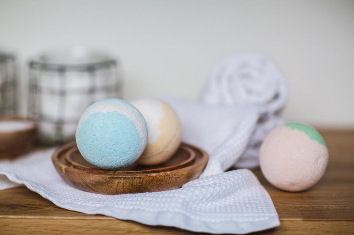 Come fare le bath bomb a casa: la ricetta fai da te
