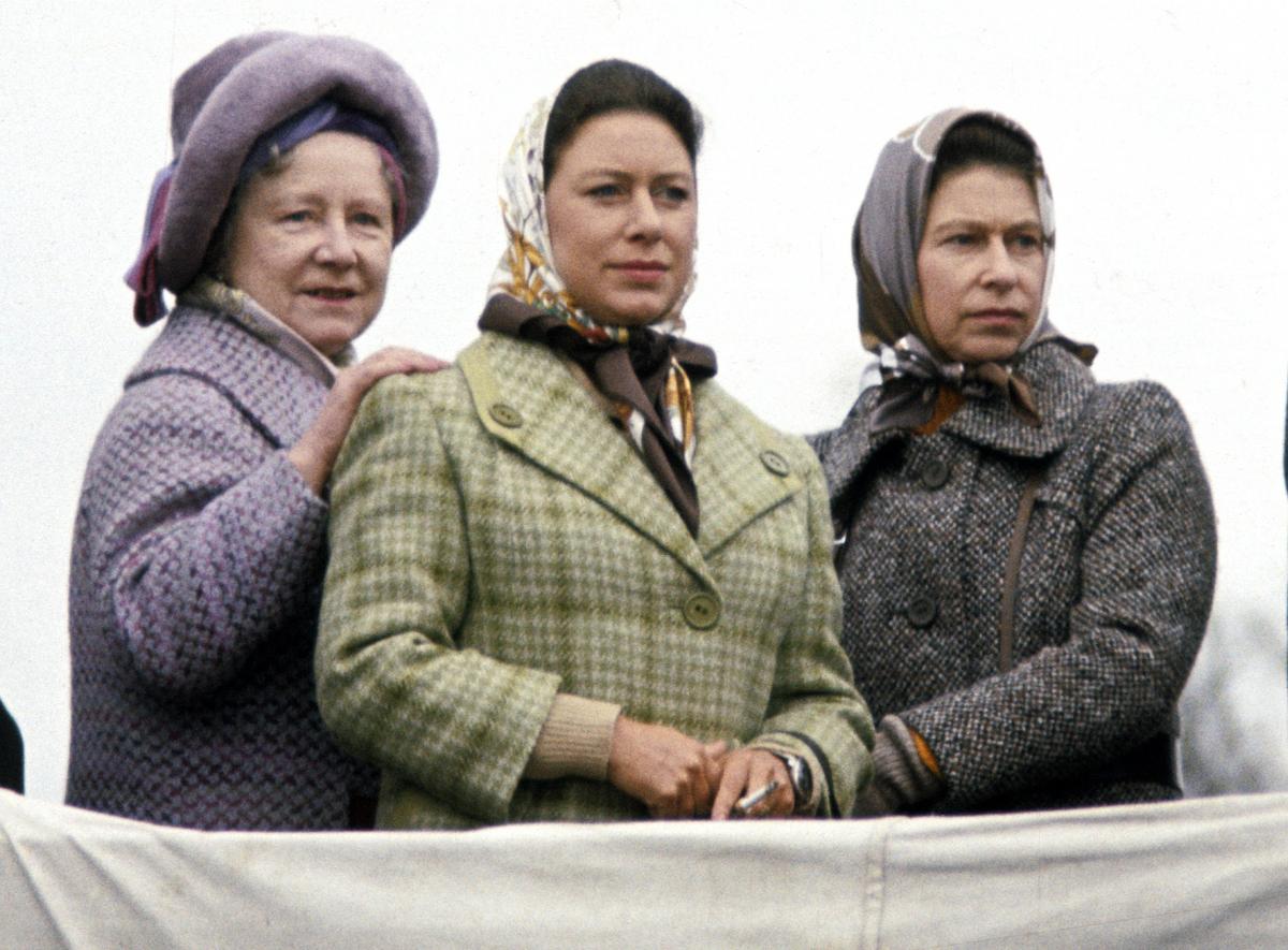 Elisabetta regina madre principessa Margaret foulard