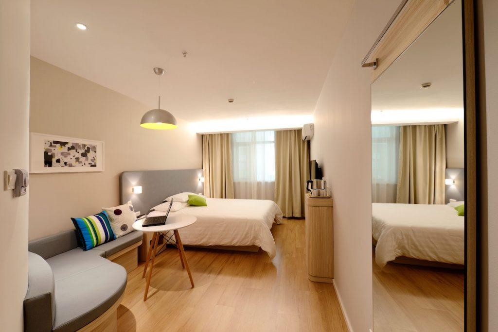 camera letto tende divanetto