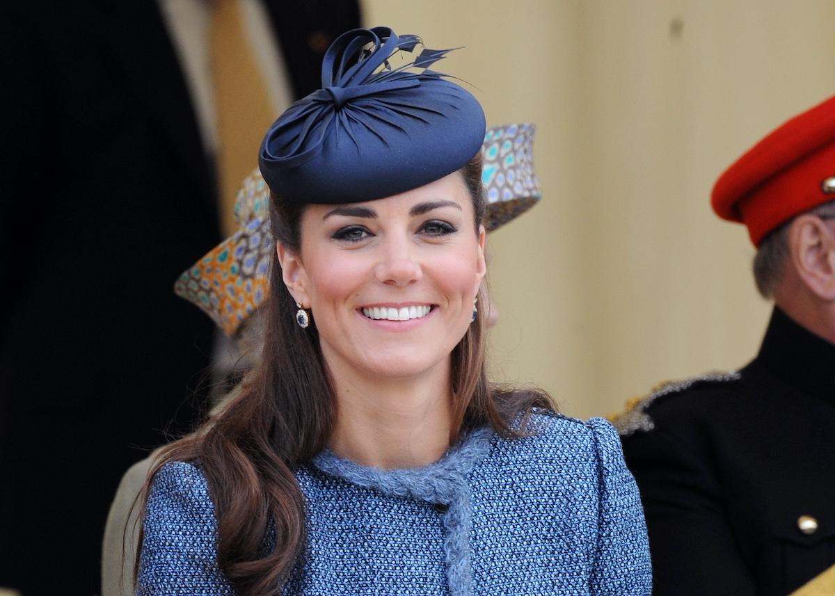 Kate Middleton cappellino giacca tweed blu
