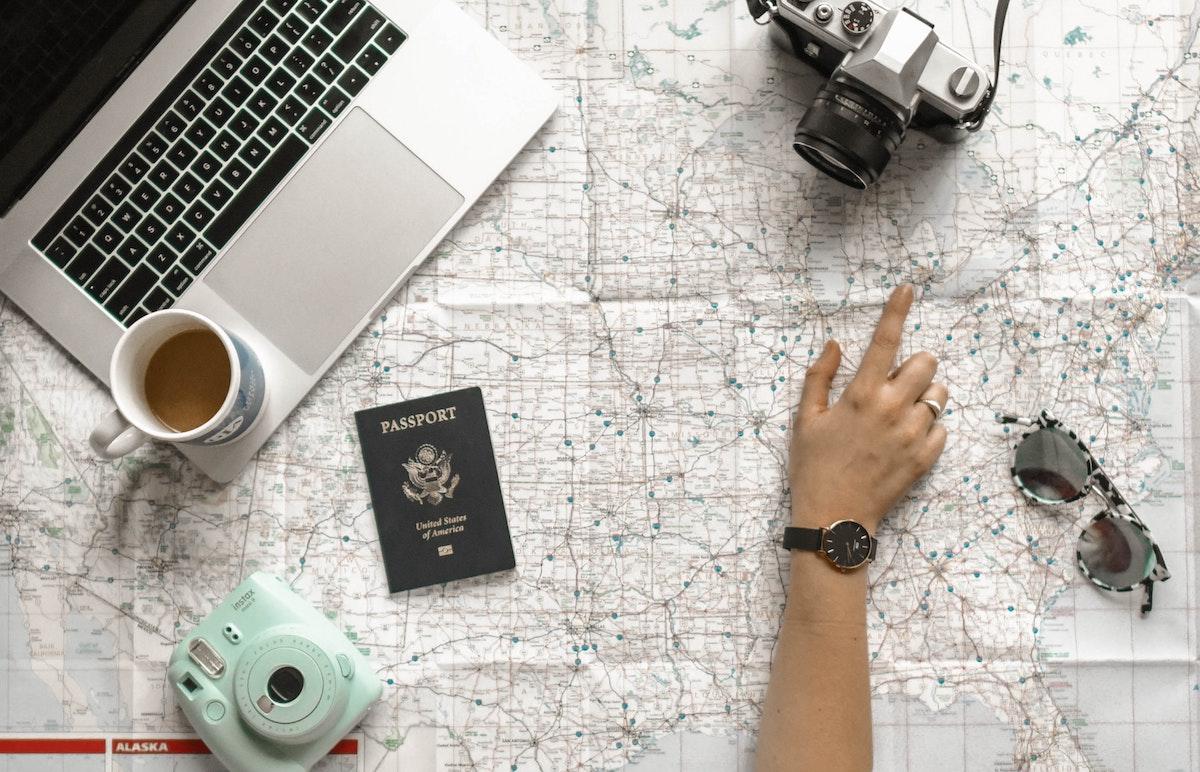 viaggiare vacanza mappa mondo passaporto macchina fotografica polaroid