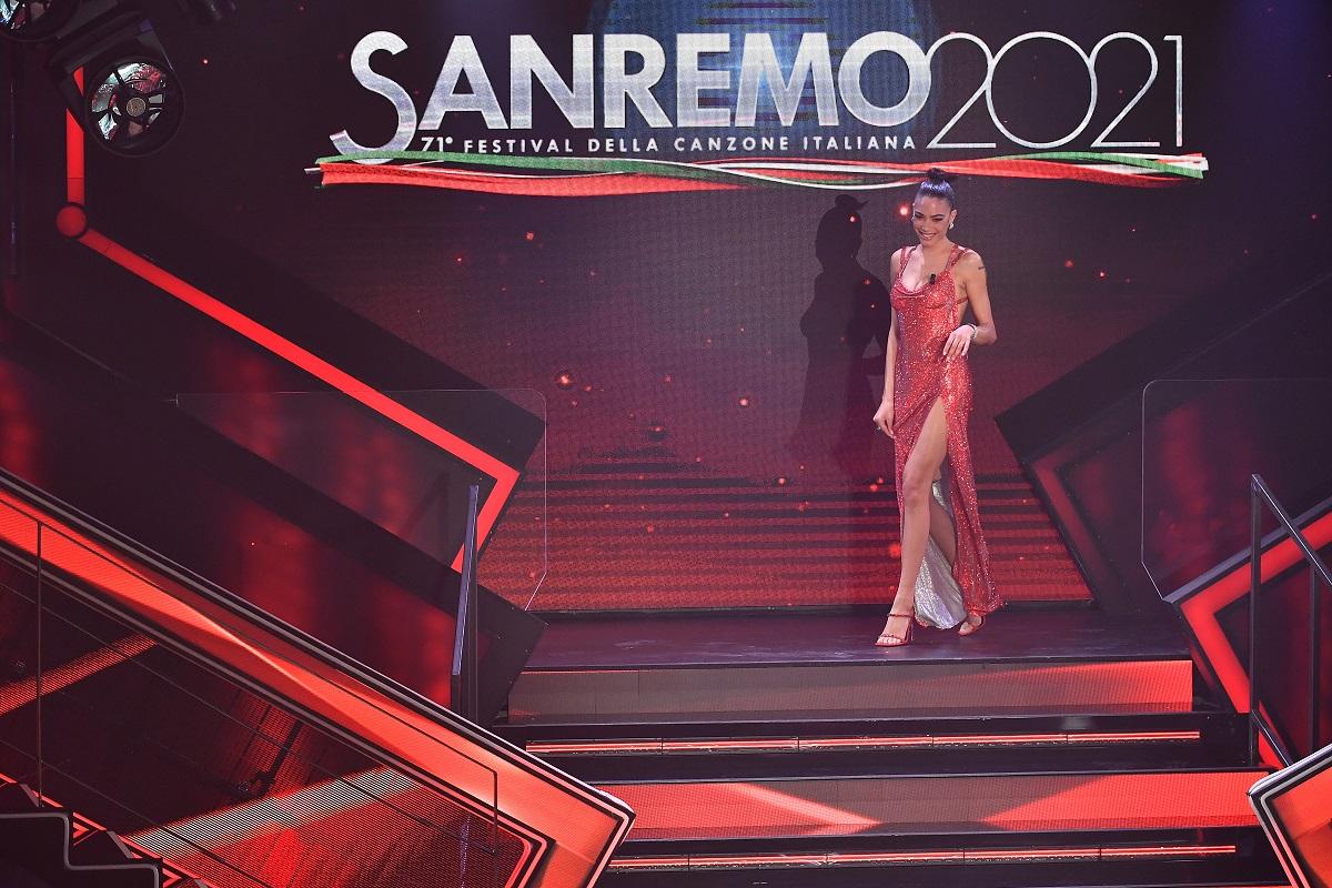 Elodie è sul palco del 71 ° Festival di Sanremo 2021 al Teatro Ariston il 3 marzo 2021 a Sanremo, Italia