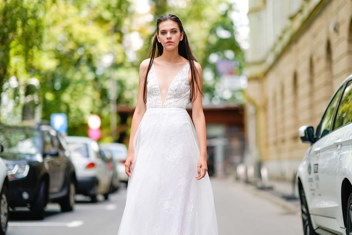 ragazza in abito da sposa