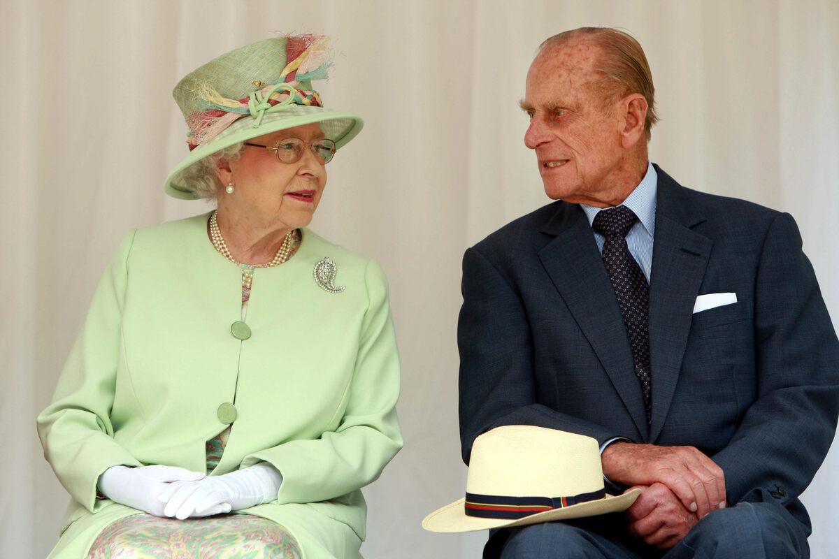 Elisabetta e Filippo si guardano teneramente