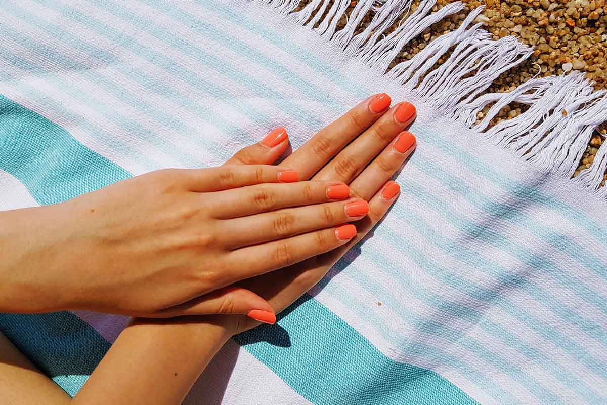 unghie smalto arancione