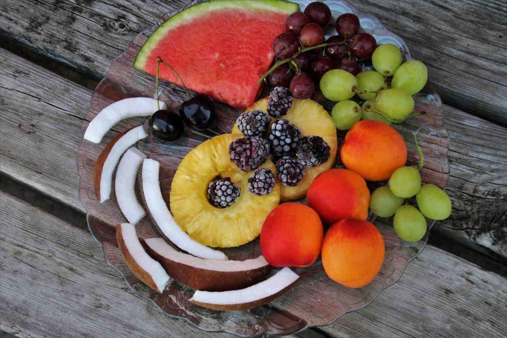 Frutta di stagione cibi abbronzanti