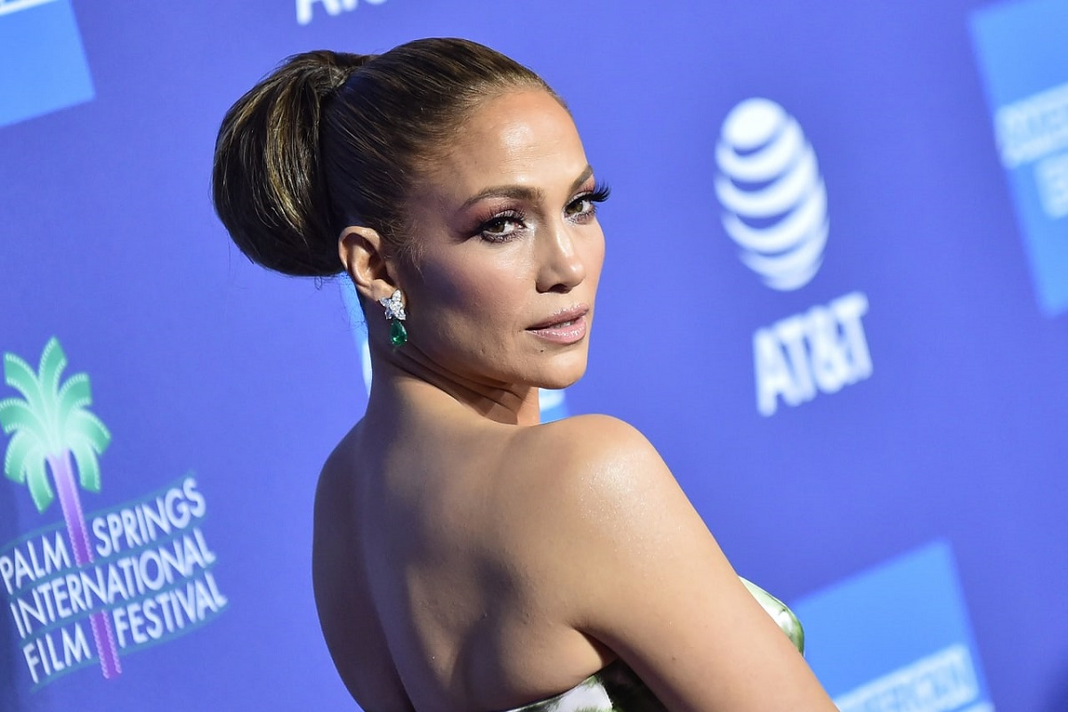Jennifer Lopez: look da regina per la sfilata Dolce & Gabbana
