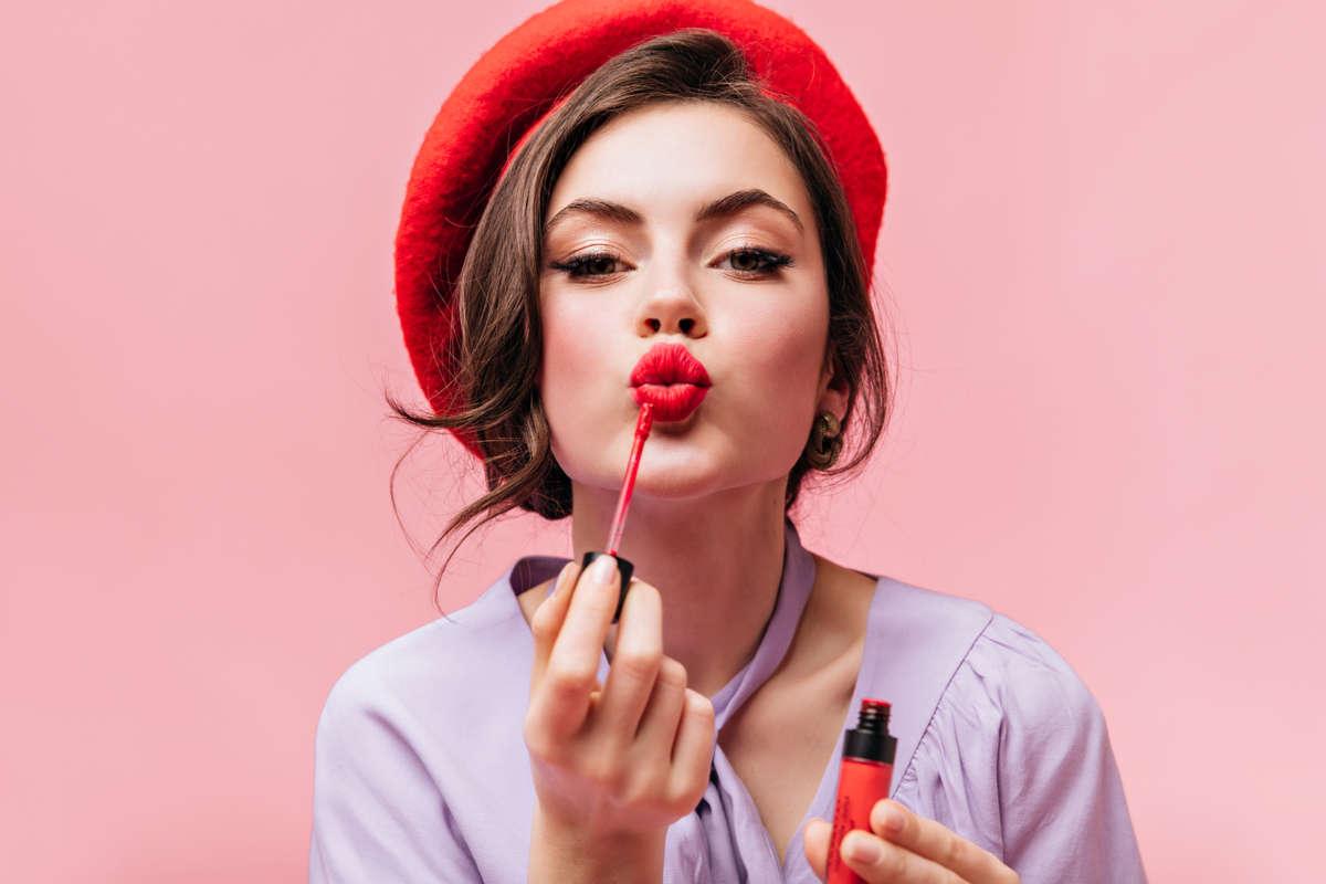 10 problemi che solo chi ama il rossetto rosso può capire