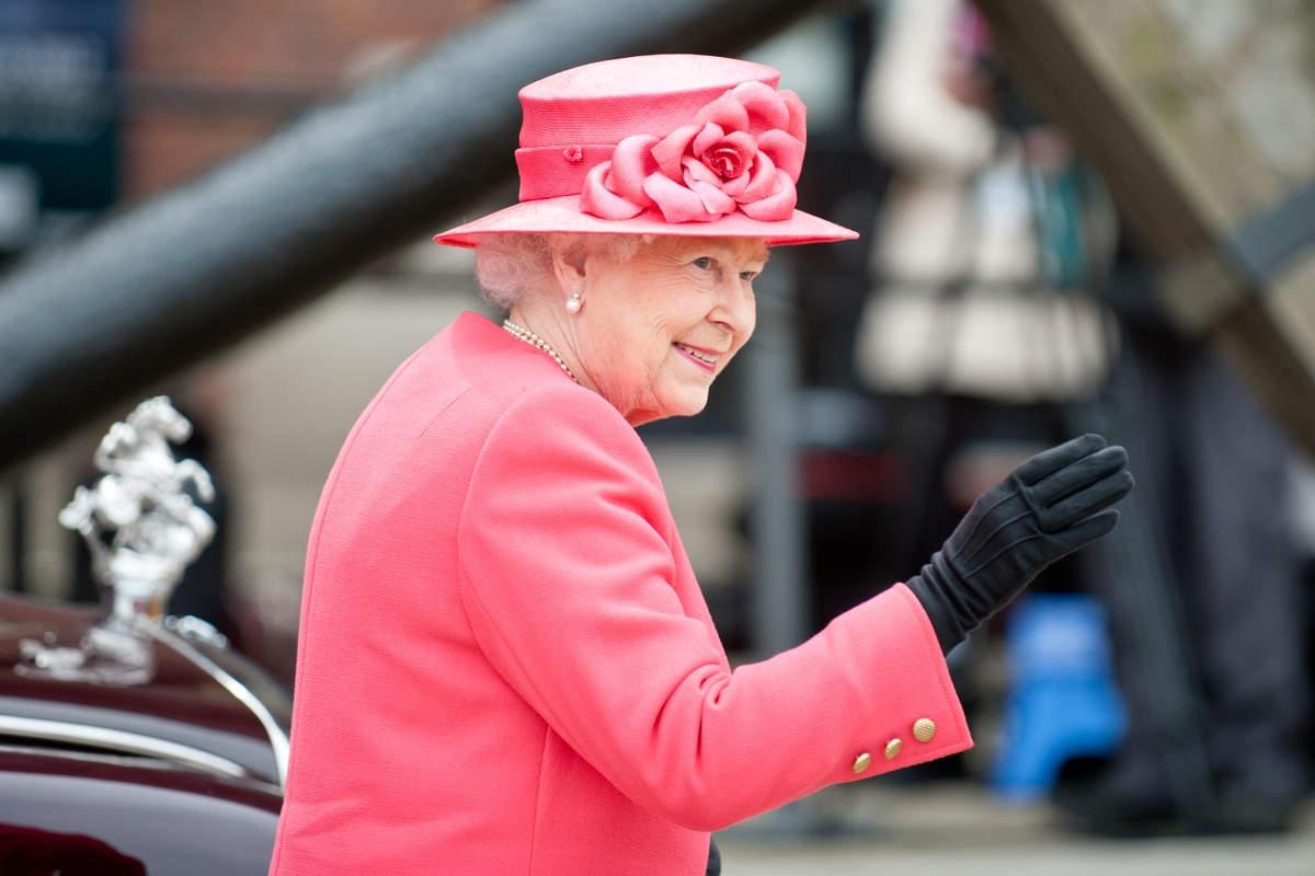 Regina Elisabetta completo corallo