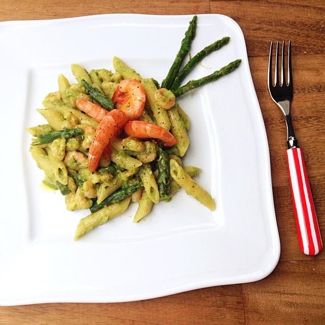 Pasta con asparagi selvatici e gamberetti
