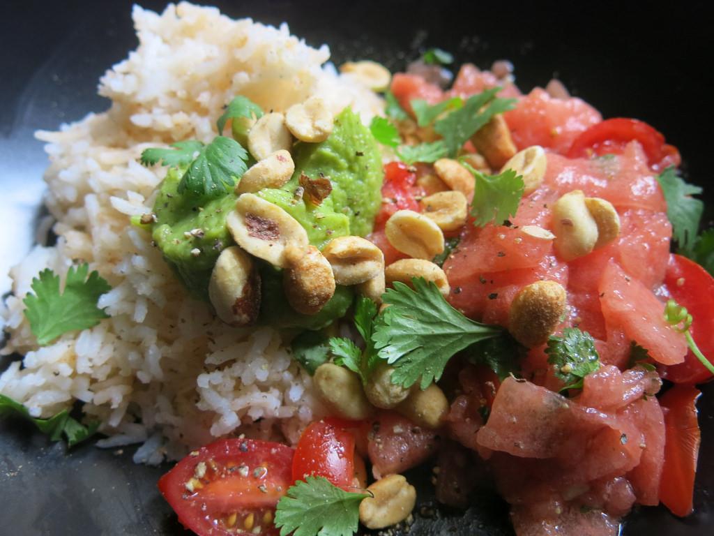 Insalata fredda di riso con anguria e primosale