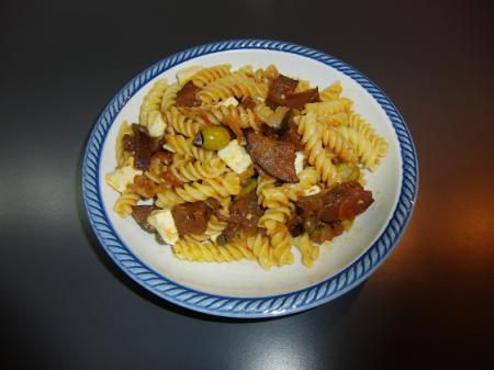 Pasta fredda con olive e melanzane