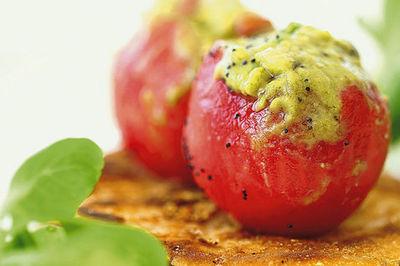 Pomodorini farciti con guacamole