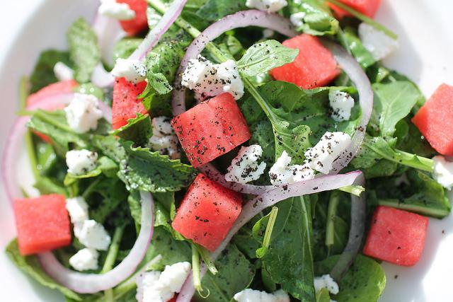 insalata-con-anguria-cipolla-rossa-e-ricotta