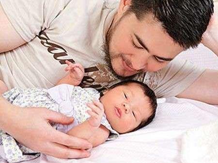 Thomas Beatie, l'uomo incinto, diventa papà!