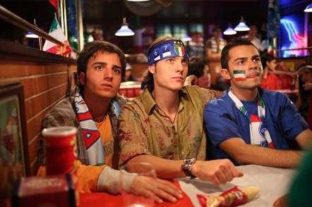 Amici vedono la partita