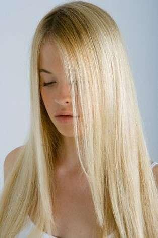 capelli biondi lisci