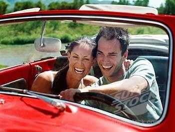 Coppia: consigli per sopravvivere ai viaggi in auto