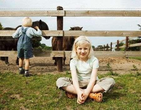 bambini con cavalli