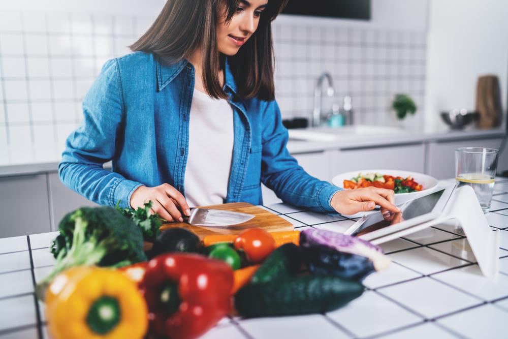 Dieta vegan danneggia le ossa e protegge dal cancro