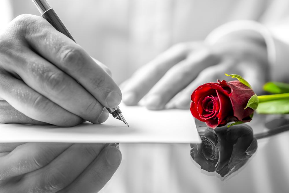 poeta che scrive frasi d'amore