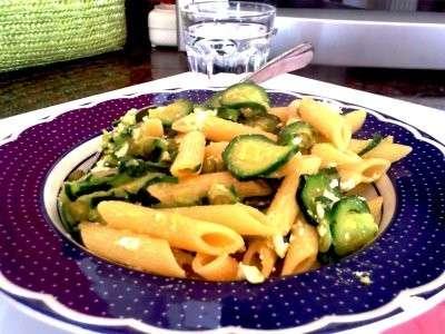 Pasta fredda: pennette con zucchine e menta