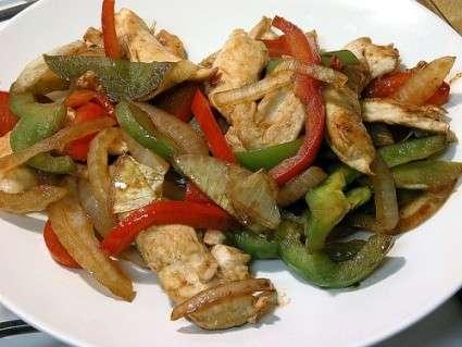 Ricette estive: pollo pomodori e peperoni