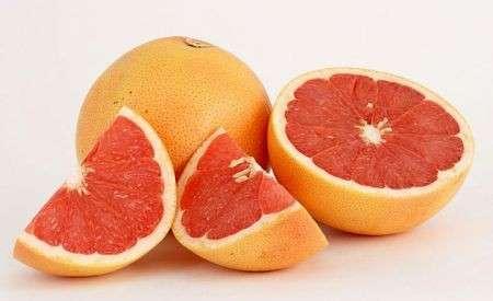 Il pompelmo riduce colesterolo e diabete