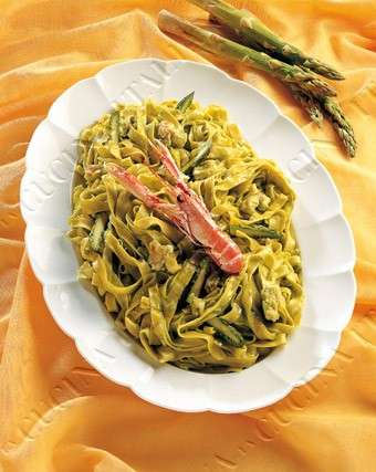 Ricette light: riso con scampi e asparagi