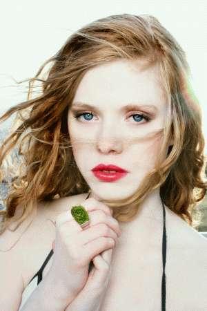 Anelli Growing Jewelry, con prato verde