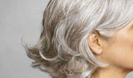 Colore capelli: il fascino del grigio