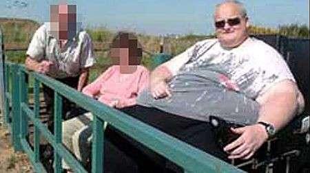 L'uomo più grasso del mondo pesa 445 kg