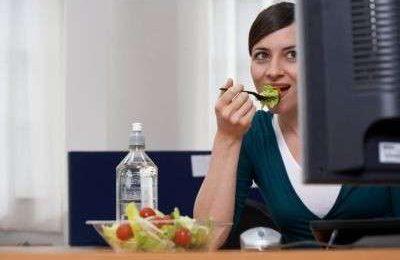 Dieta ipercalorica per i lavoratori, girovita a rischio