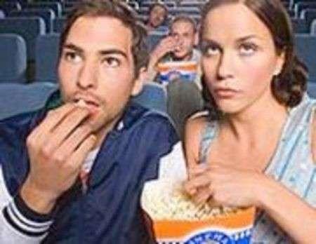 Popcorn e bibita al cinema: un pericolo per la linea!