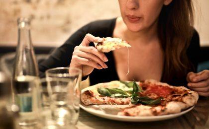 Risultati sondaggio: le italiane rinunciano a tutto ma non alla pizza