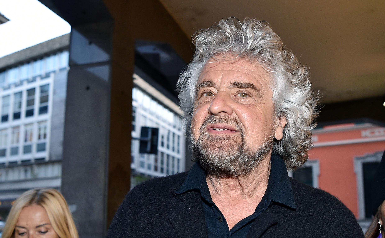 Capodanno 2010: il sarcasmo di Beppe Grillo