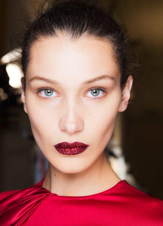 Trucco labbra rosse con i glitter capodanno