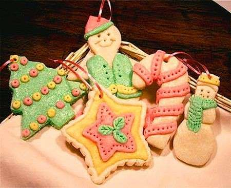 Addobbi natalizi fai da te: decorazioni per l'albero in pasta di sale [FOTO]