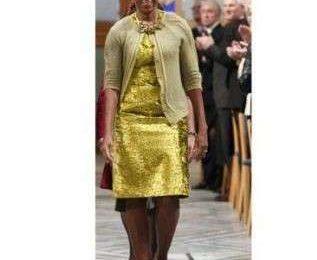 Michelle Obama di nuovo in giallo: abito Calvin Klein