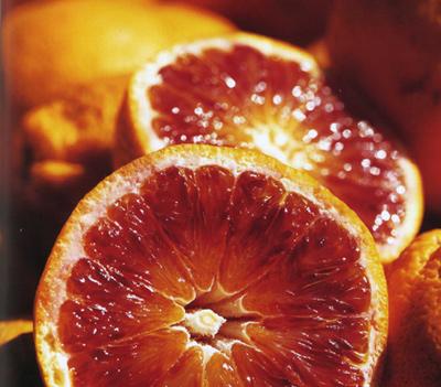 Obesità e invecchiamento si combattono con le arance rosse