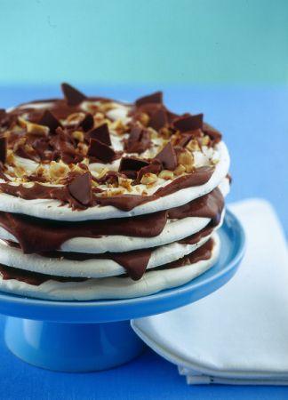 Ricette dolci: torta di meringhe con crema di nocciole