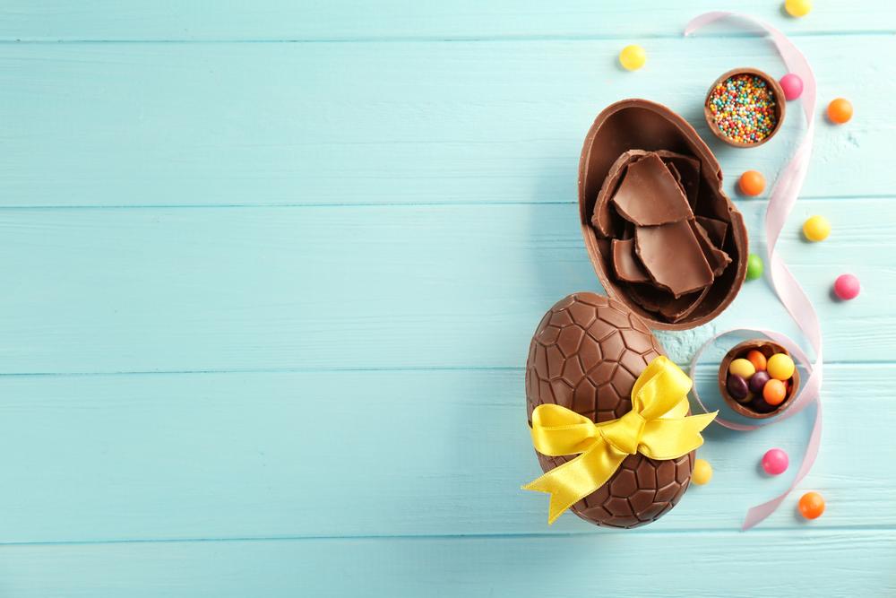 Colorare e dipingere le uova per Pasqua