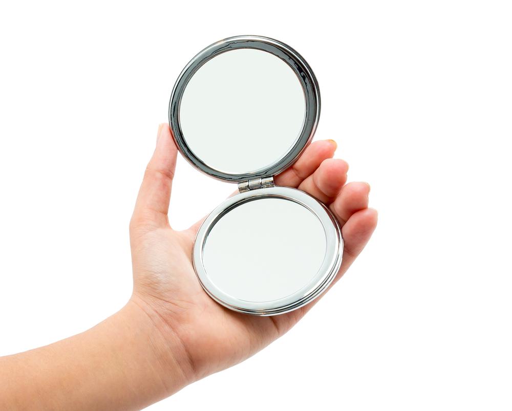 Fai da te: decorare uno specchietto da borsetta