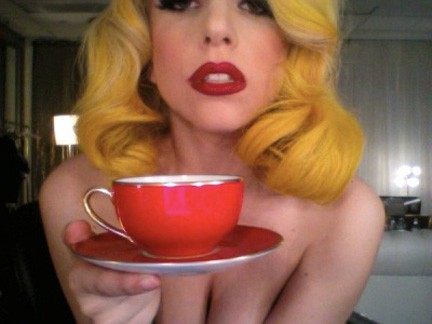Lady Gaga: per i suoi 24 anni foto su Twitter