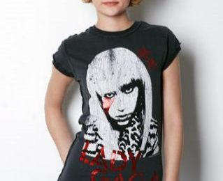 La t-shirt dedicata a Lady Gaga di Amplified