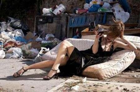Fotografia: le modelle a Palermo tra i rifiuti